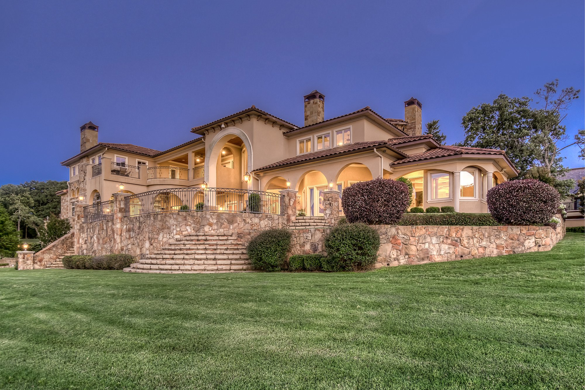 Twilight Photography - 4425 Cascades Shoreline Drive, Tyler, TX - Matt Wood - Briggs Freeman Sotheby's International Realty
