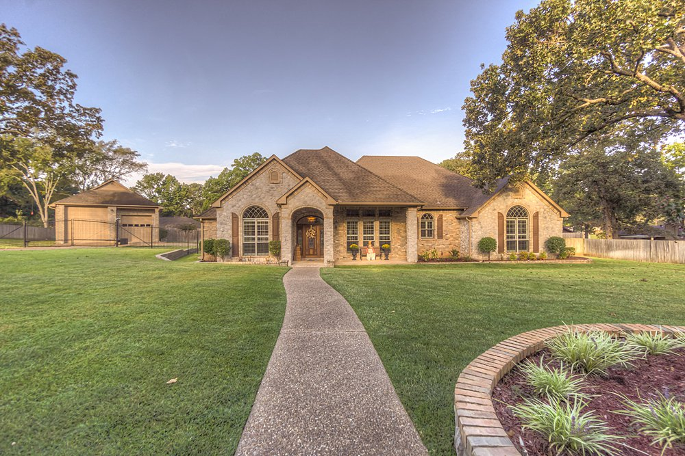 Exterior Front - 8207 Robert E Lee, Tyler, TX - Holly Hightower - WP & Company