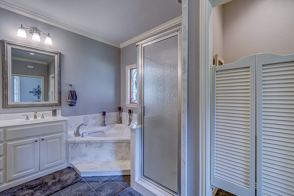Master Bathroom - 8207 Robert E Lee, Tyler, TX - Holly Hightower - WP & Company