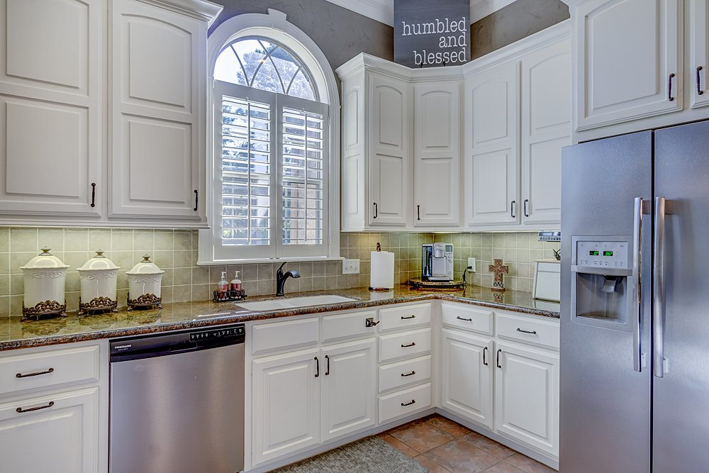 Kitchen - 8207 Robert E Lee, Tyler, TX - Holly Hightower - WP & Company