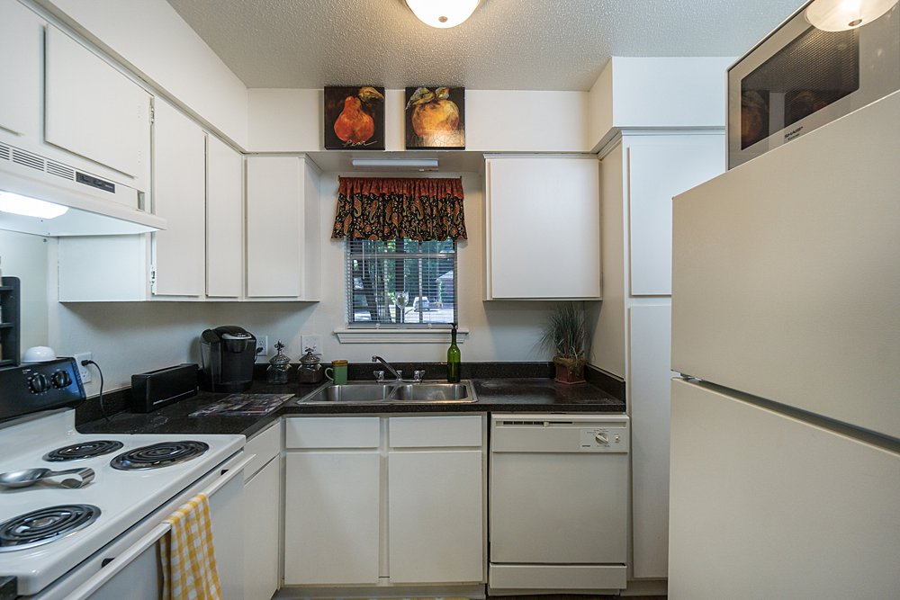 Kitchen - Towne Oaks East Apartments