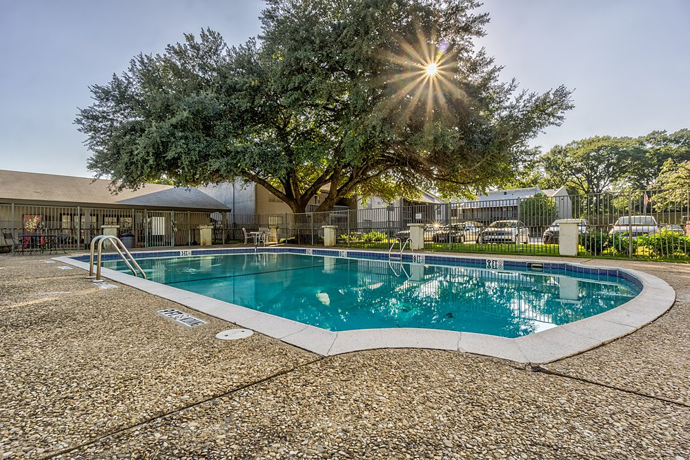 Pool - Towne Oaks East Apartments