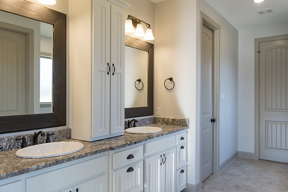 Master Bathroom - 20246 Deer Hollow, Flint, TX - Lindsey Newburn - Griffin Real Estate