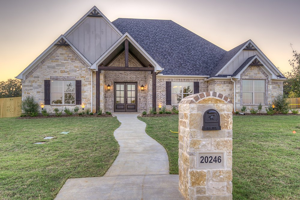 Exterior - 20246 Deer Hollow, Flint, TX - Lindsey Newburn - Griffin Real Estate