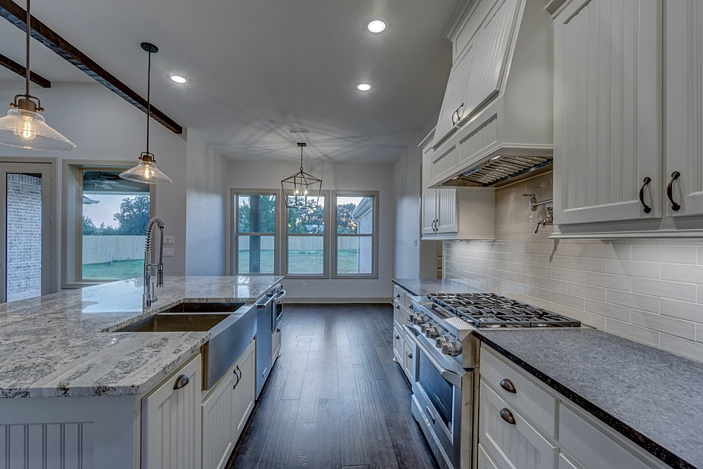 Kitchen - 20246 Deer Hollow, Flint, TX - Lindsey Newburn - Griffin Real Estate