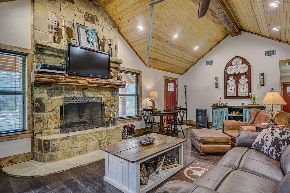 Living Room - 12711 N Pointe Rd, Winona, TX - Pat Allen - Coldwell Banker