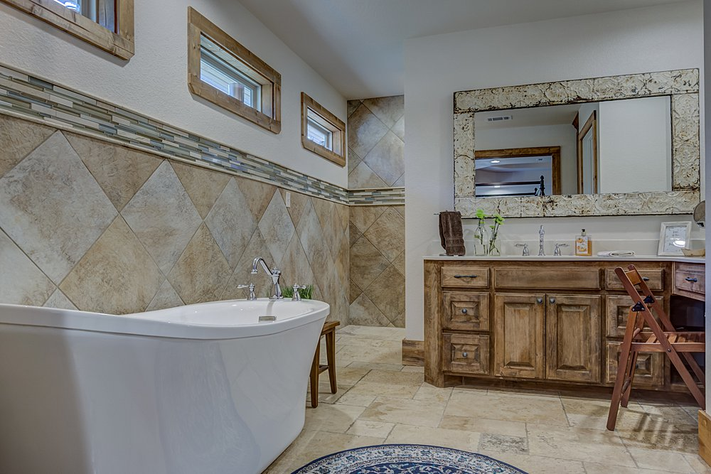 Master Bathroom - 12711 N Pointe Rd, Winona, TX - Pat Allen - Coldwell Banker
